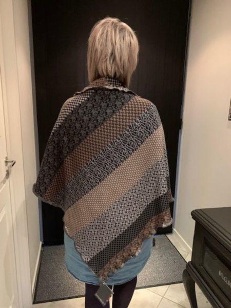 tykt merino uld sjal i grå og beige farver