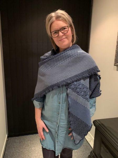 tykt merino uld sjal i blå nuancer