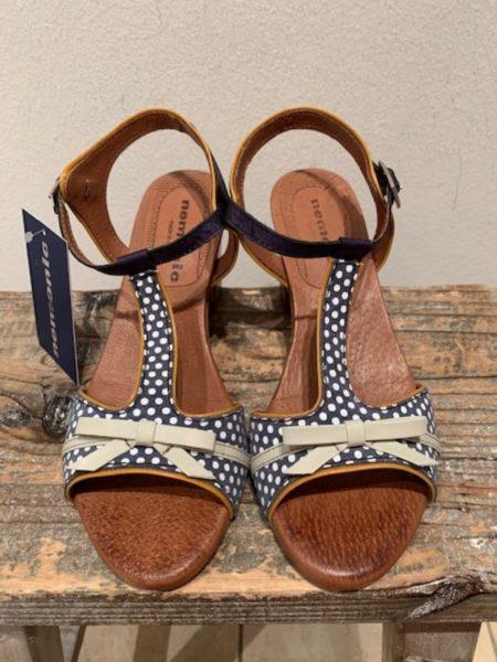 blå sandal i kalveskind