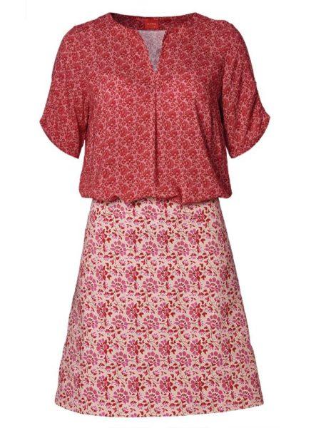 rødt sæt af bluse og nederdel