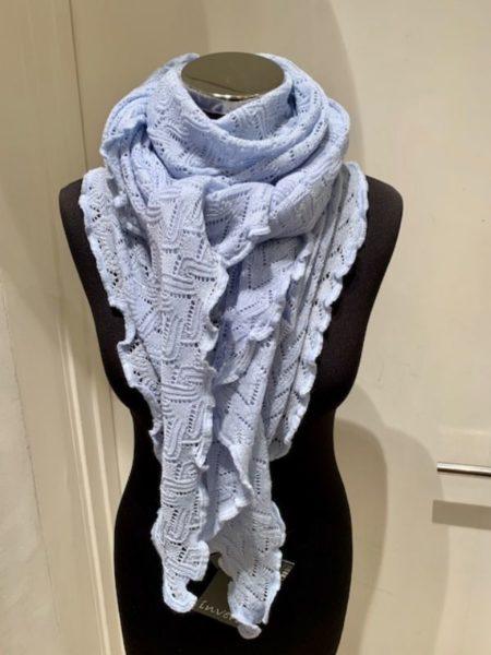 Lyseblåt strikket tørklæde i merino uld