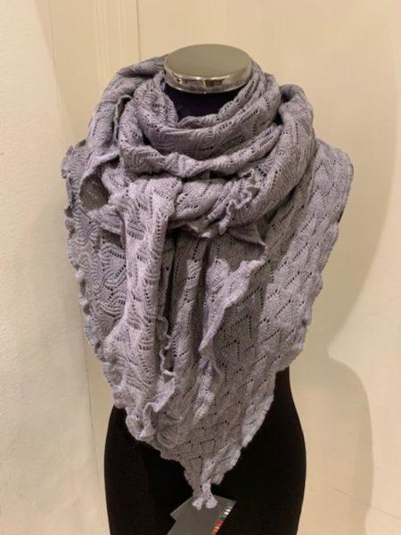 Gråt strikket tørklæde i merino uld