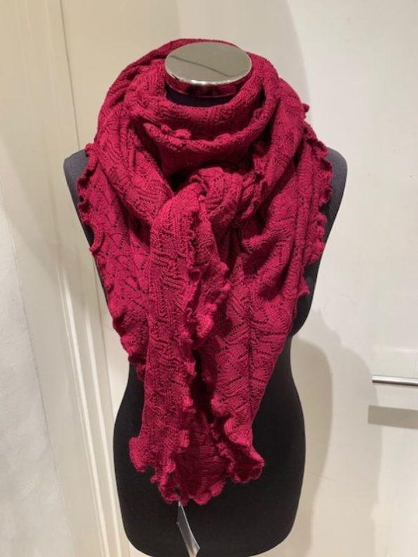 Flot rødvinsfarvet striktørklæde