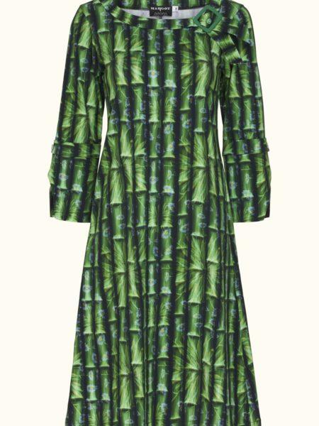 flot grøn kjole med en masse skønne detaljer