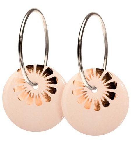 sterlingsølv øreringe med nude farvet porcelænssmykke med bronze deko