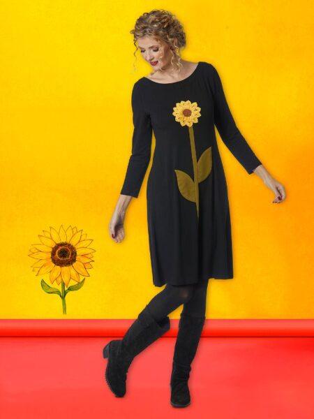 Flot sort kjole med designet solsikke hele vejen op foran.