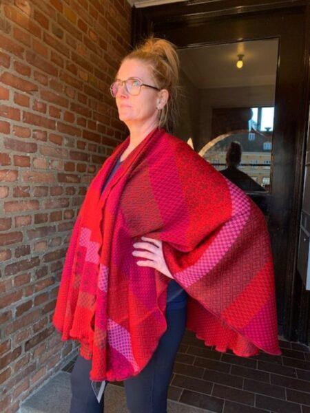Kappe i merino uld i pink/røde farver