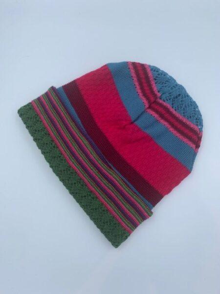 Hue i meroino uld i pink, blå og grønne farver