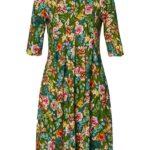 Grøn kjole med læg for og bag som giver rummelighed