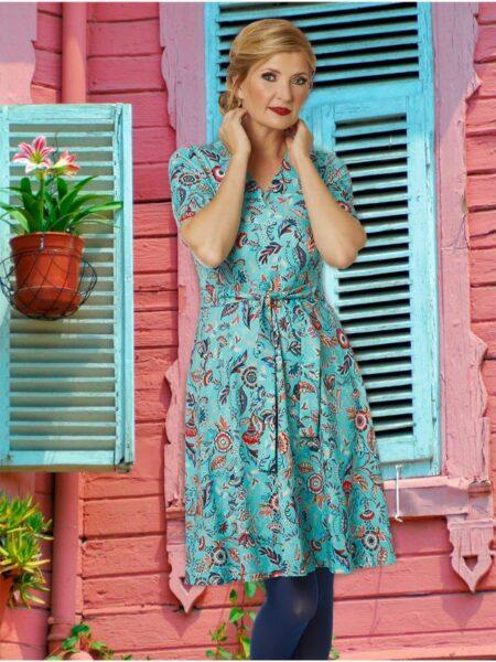 blå sommerkjole med swing skørt